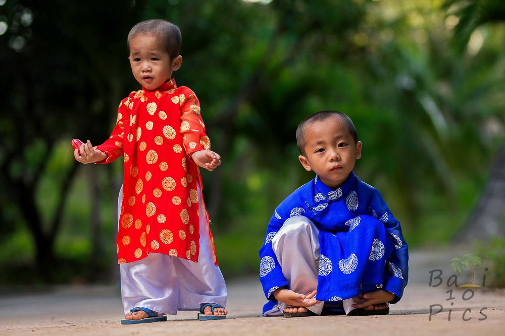 little children ao dai vietnam - Picture Of Little Kids