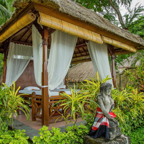 Massage outdoors in Bali
