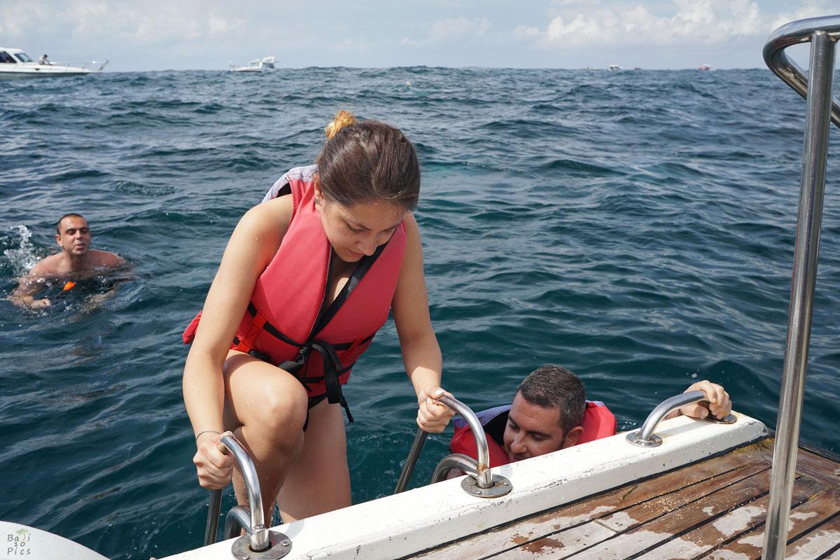 Фотограф под наем - слизане от лодката във водата