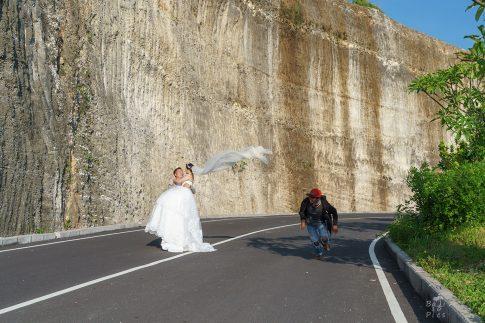Фотограф на Бали - Сватбена фотосесия на Melasti beach