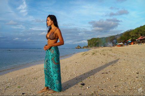 Фотосесия на плажа - модел в Бали на Padang Padang