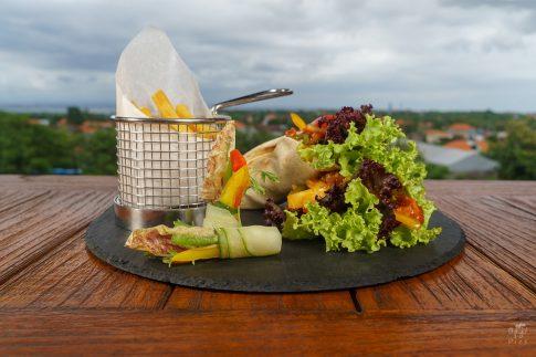 Кулинарна фотография - сандвич с пилешко и ананас